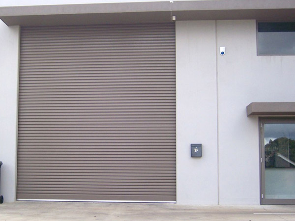 Serrande per garage treviso giavera del montello for Serrande avvolgibili per garage prezzi
